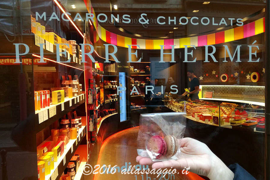pierre-herme_macaronchocolat